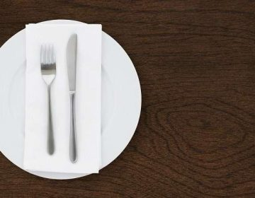 Cada comida que ingieres podría contener más de 100 pedazos de plástico