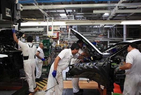 "Pide sindicato a VW no ver a obreros como ""costo de producción"""