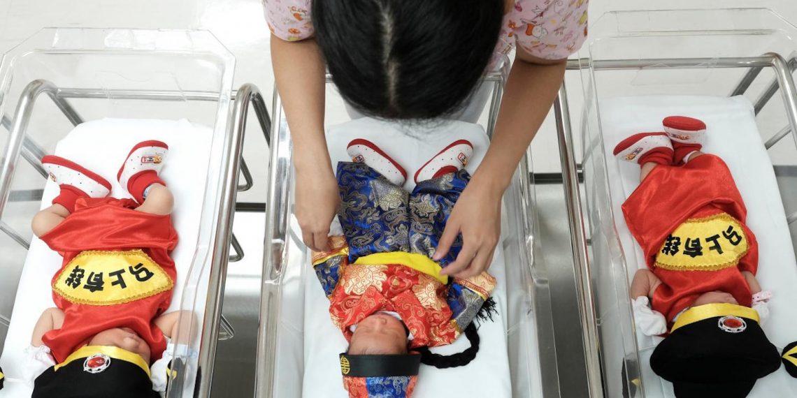 bebé-nace-después-muerte-padres