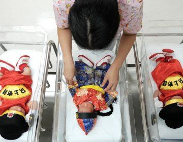 Un bebé nace cuatro años después de la muerte de sus padres y genera polémica en China