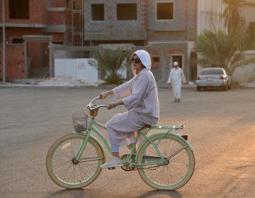 Arabia Saudita celebra la primera carrera ciclista solo para mujeres