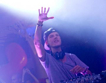 La familia del DJ Avicii habla de la repentina muerte del sueco y agradece a los fans