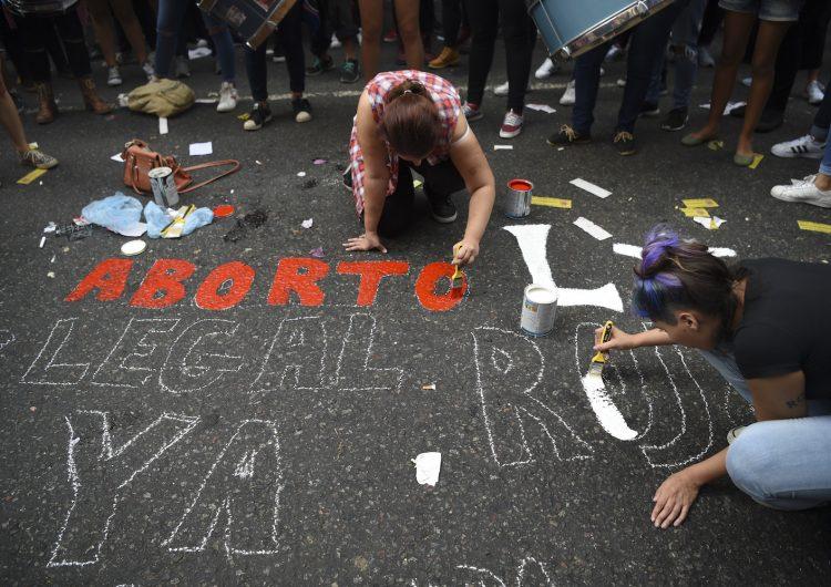 El caso de una niña abusada y embarazada a los 10 años conmociona a Argentina