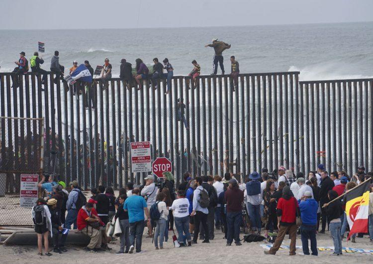 La justicia estadounidense presenta cargos contra once personas de la caravana migrante