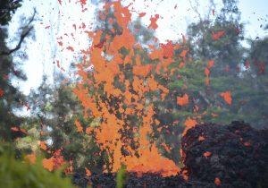 El volcán Kilauea hace erupción explosiva en Hawái