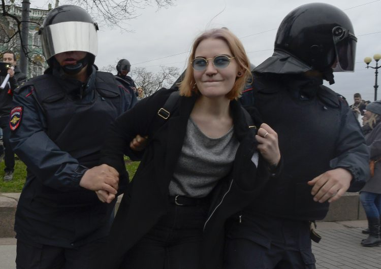 Más de mil manifestantes anti-Putin detenidos en toda Rusia
