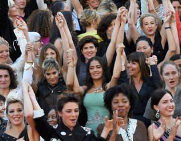 Salma Hayek pide desde Cannes que los hombres de Hollywood se rebajen los sueldos