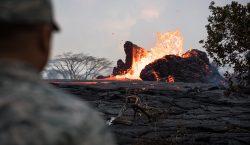 Las erupciones del volcán Kilauea están aumentando la superficie de…