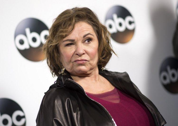 """Cancelan serie """"Roseanne"""" por tuit racista: la protagonista comparó exfuncionaria con un mono"""