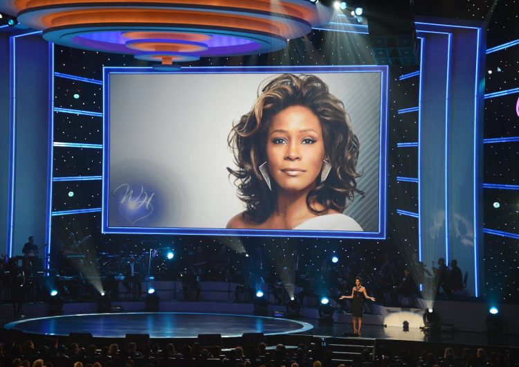 Whitney Houston fue agredida sexualmente de niña, revela documental en Cannes