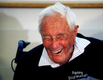 """""""Es mi decisión terminar con mi vida"""": el científico de 104 años David Goodall muere por inyección letal en Suiza"""