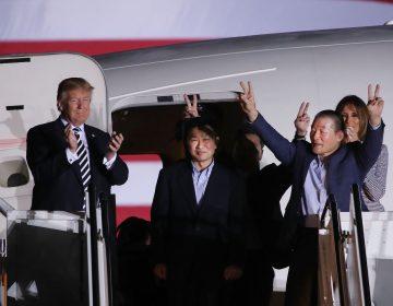 Donald Trump recibe a los tres estadounidenses liberados por Corea del Norte