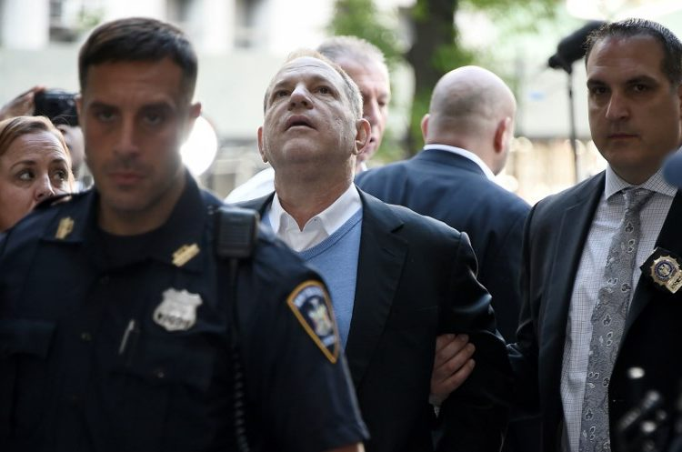 Harvey Weinstein es detenido por la policía de NY; sale tras pagar fianza de 1 mdd