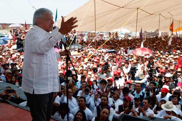 Protestan contra Miguel Barbosa en mitin de AMLO en Puebla