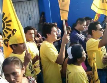 #EstoSíPasó: Simpatizantes acuden a evento de López Obrador con playeras que dicen que PAN y PRD lo apoyan