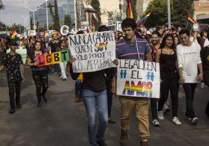 Podrían matrimonios gay romper alianza Morena-PES