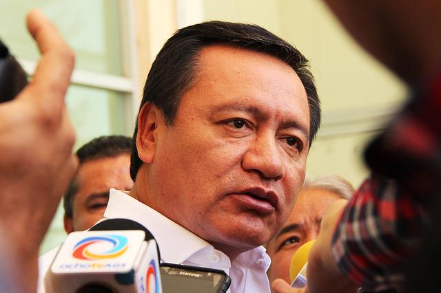 Defiende Osorio Chong incremento a precio de la gasolina