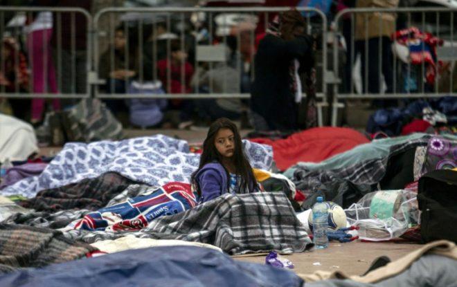 Suman 145 centroamericanos de caravana migrante que entran a EE. UU. desde México
