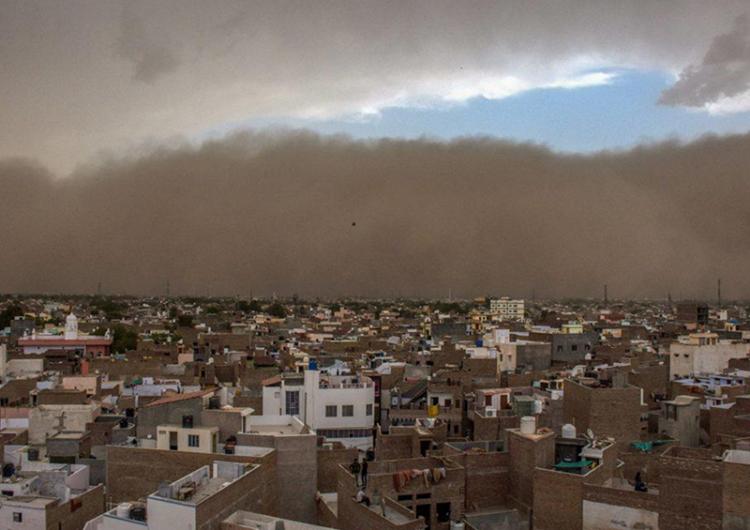 Fallecen al menos 100 personas por tormenta de polvo en la India