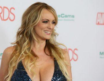 Le entregan llaves de la ciudad a actriz porno en Los Ángeles por su batalla con Trump