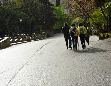 ¿Qué son los paseadores de gente? Ofrecen servicio en Los Ángeles contra la soledad urbana