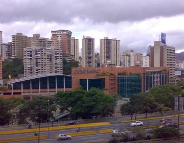 Maduro se lanza contra banco privado en Venezuela y arresta a su junta directiva