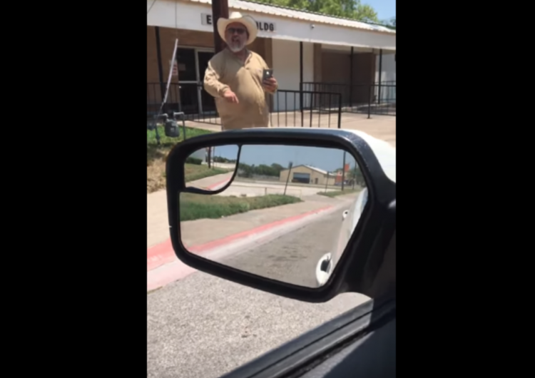 """""""Suenas como un jodido árabe, esto es América"""": un video capta a un conductor racista en Texas"""