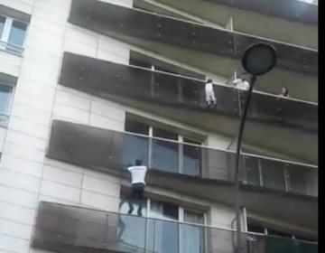 ¿Spiderman? No, es un migrante indocumentado que trepó cuatro pisos para rescatar a un niño en París