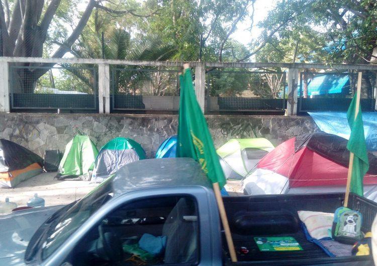 Con plantón en Sedesol, campesinos de Jalisco exigen pago de apoyos