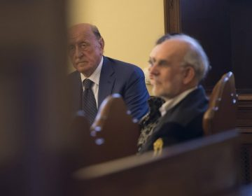 Vaticano enjuicia a exjefe de banco papal por presunta estafa de 57 millones de euros