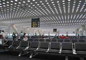 Juez de NL admite demanda colectiva contra aerolínea por malas prácticas