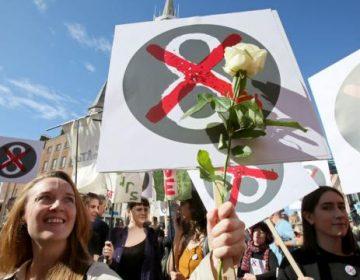 Irlanda vota para anular la prohibición del aborto