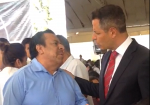 """Ya deje de robar"", exige profesor a gobernador de Oaxaca Alejandro Murat"