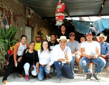 Se reúne Javier Luévano con migrantes