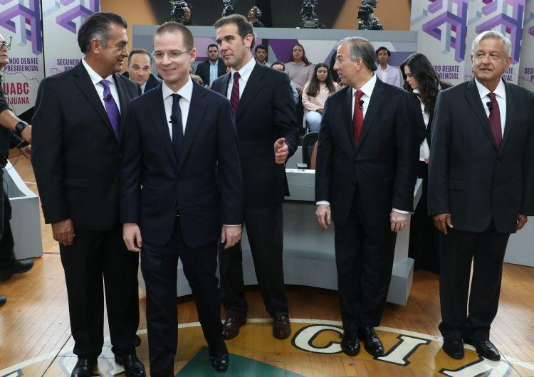 """Trump """"aparece"""" en el debate presidencial en México: candidatos prometen parar su política antiinmigrante"""