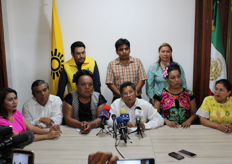"""Presenta PRD """"fórmula muxe"""" a la diputación por Juchitán, Oaxaca"""