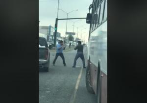 Captan pelea en pleno avenida y tráfico en calles de NL