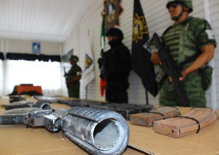 Decomisan arsenal y equipo táctico tras persecución en cerro Topo Chico