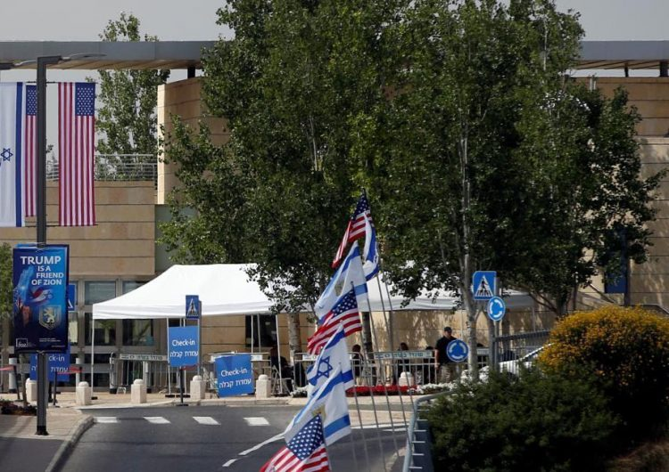 Ofrecen recompensa de 100,000 dólares a quien estalle una bomba en la embajada de EE. UU. en Jerusalén