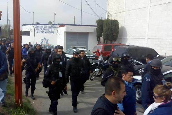 Edil de Texmelucan se olvida de policías y sus familias