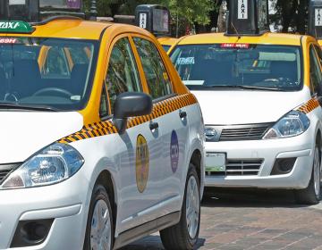 Prohíbe Gobierno a taxistas de NL traer propaganda política y PRI acusa interferencia electoral