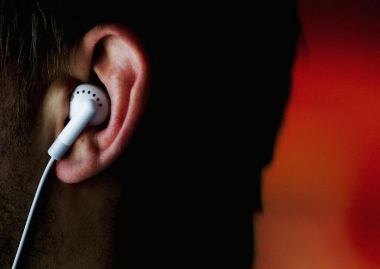 """¿Curar el ébola con un MP3? Un médico de EE. UU. podría perder su licencia por vender """"remedios electrónicos"""""""