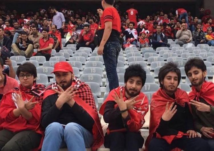 Mujeres iraníes usan barbas postizas y pelucas para colarse en estadio de futbol
