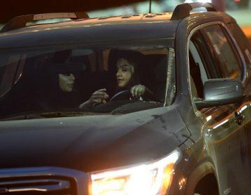 Arabia Saudita expide permisos de conducir para mujeres; estarán al volante en tres semanas