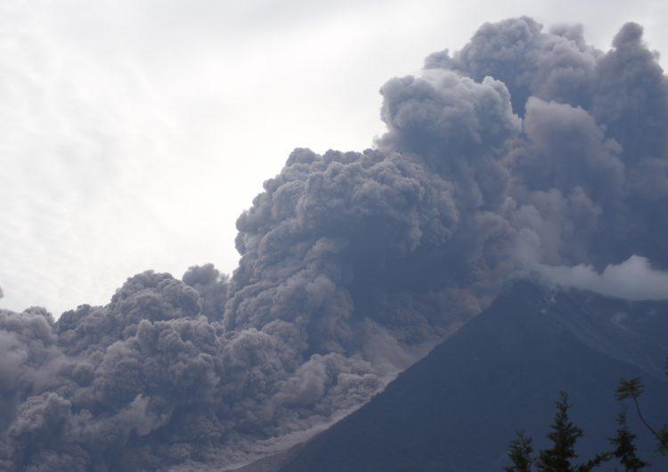 """""""No se podía respirar, eso hervía"""": aumentan a 62 los muertos por el volcán de Fuego en Guatemala"""