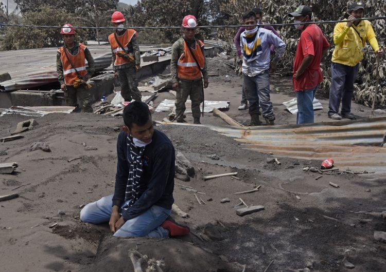 Aumentan a 109 los muertos por erupción de volcán en Guatemala