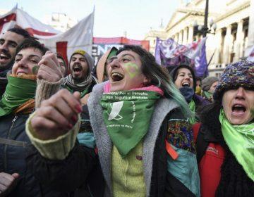 Diputados aprueban la despenalización del aborto en Argentina; va al Senado