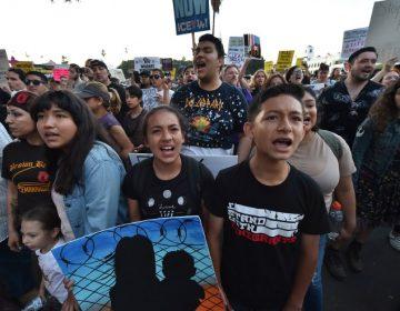 Juez ordena a Trump reunir a las familias migrantes separadas en la frontera