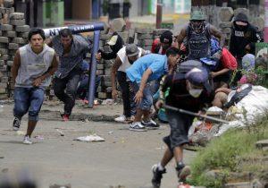 Gobierno de Nicaragua lanza ofensiva para recuperar el control de ciudad rebelde; hay 3 muertos
