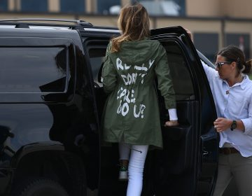 El desafortunado mensaje en la chamarra de Melania Trump con la que viajó a la frontera